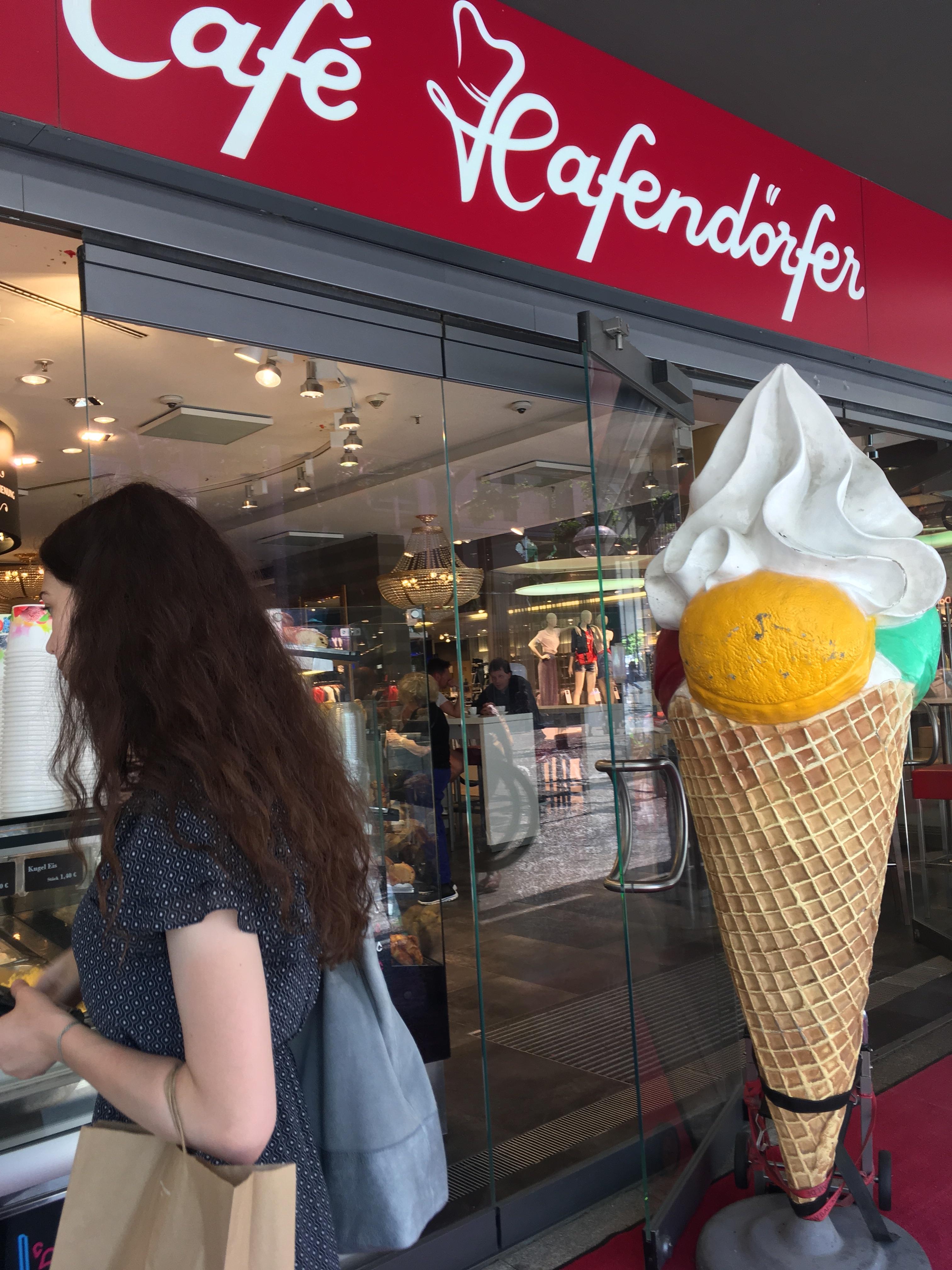 Café Hafendörfer Yeans Halle店