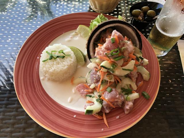 タヒチのレストランの食事