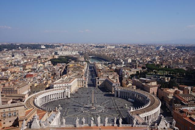 ローマ サンピエトロ大聖堂の上にあるクーボラからの絶景
