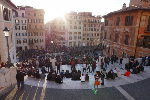 人がいっぱいのローマ