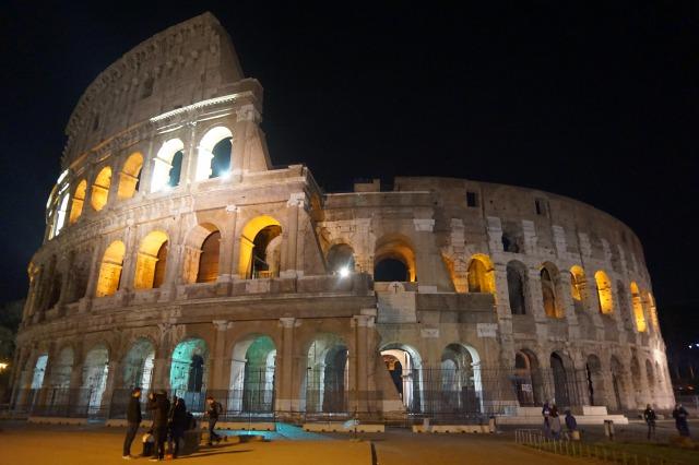 ローマ コロッセオのライトアップ