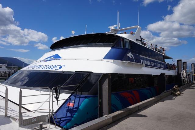 オーストラリア ケアンズ グリーン島へ行く船