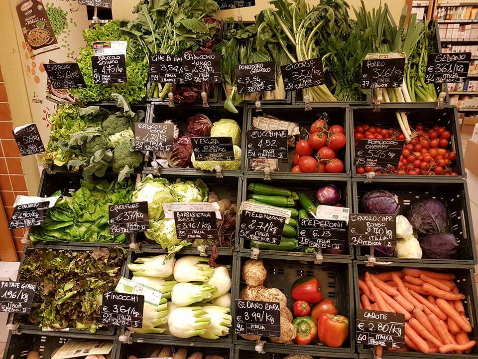 イタリアのスーパーに並ぶ野菜たち