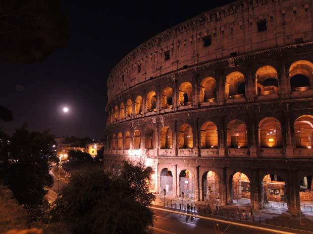 ローマ コロッセオのイルミネーション