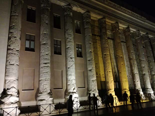 アドリアーノ神殿のイルミネーション