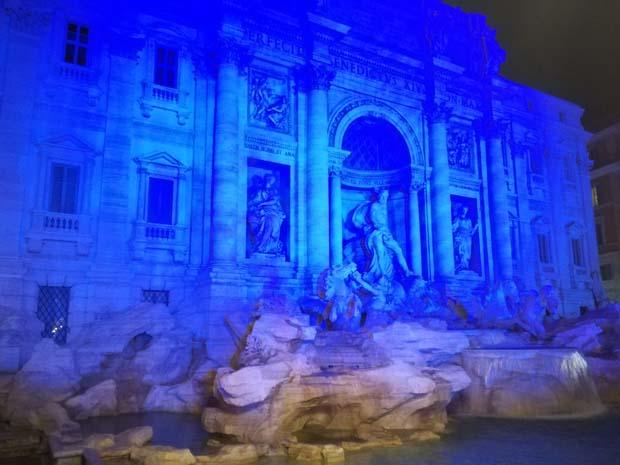 ローマ トレビの泉 イルミネーション