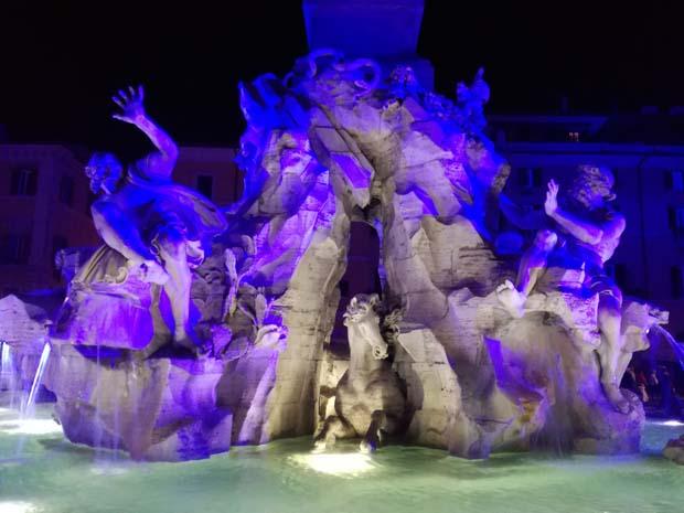 ローマ トレビの泉のイルミネーション