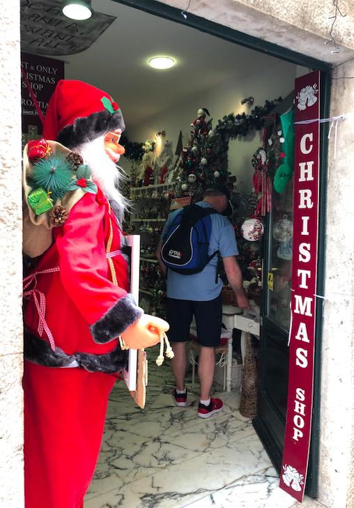 クロアチアのクリスマスショップ