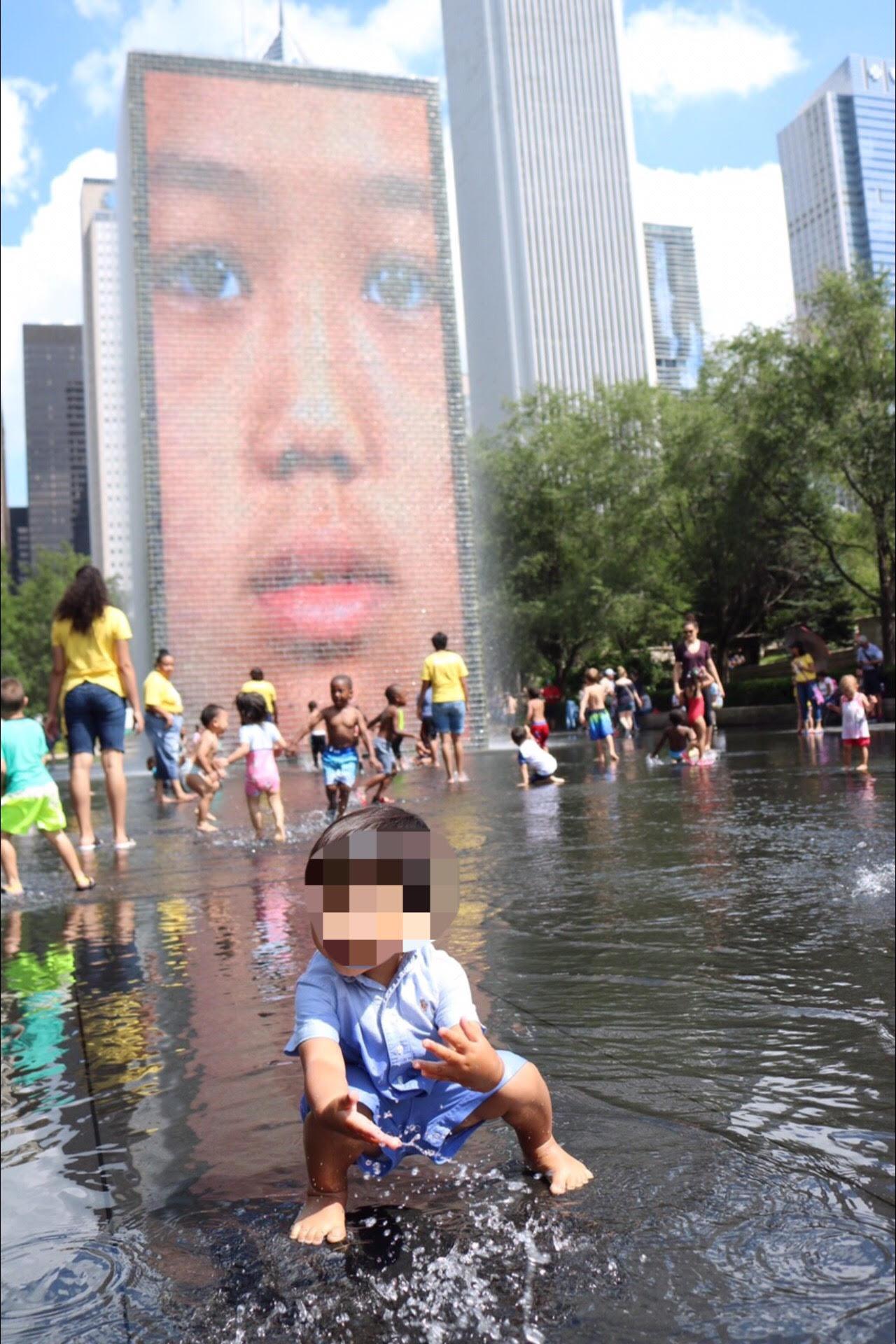 シカゴ ミレニアムパーク クラウン・ファウンテンで水遊び