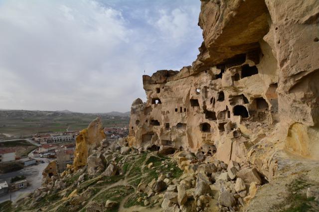 トルコ ギョレメ国立公園 岩の中の教会