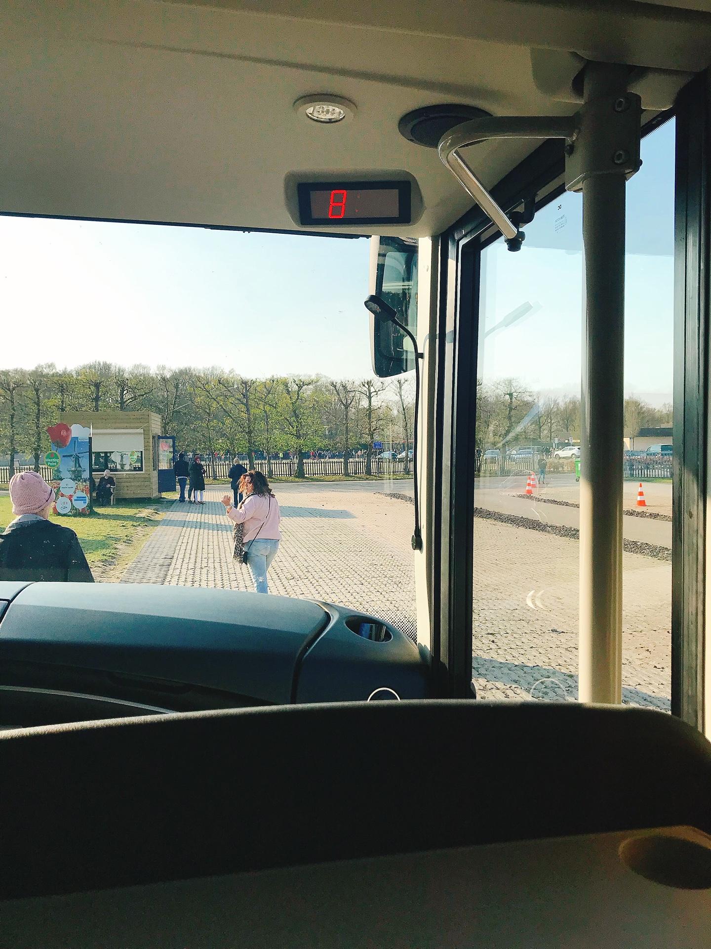 オランダ アムステルダム キューケンホフ公園前のバス停