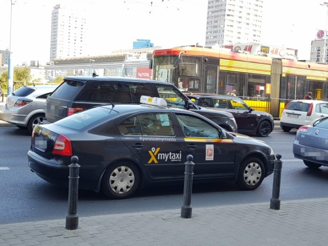 ワルシャワ観光にはタクシー