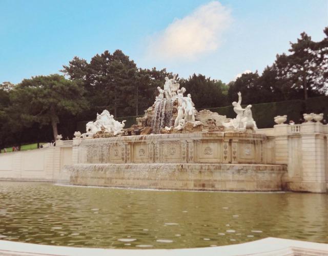 ウィーン シェーンブルン宮殿 泉