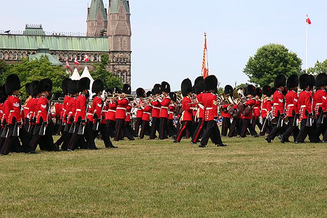 カナダ オタワ カナダ国会議事堂の前の広場 衛兵交代式
