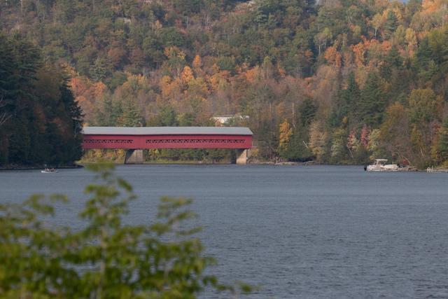 カナダ ウェイクフィールド 屋根付き橋