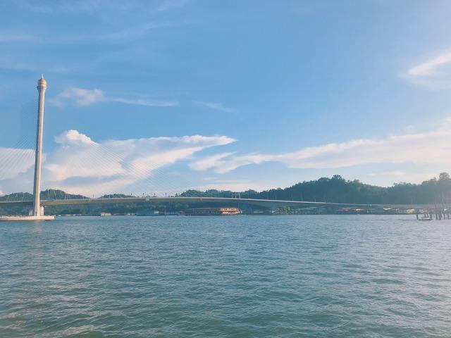水上集落にかかる橋