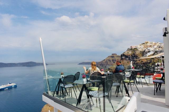 サントリーニ島 ティラの街の絶景カフェ