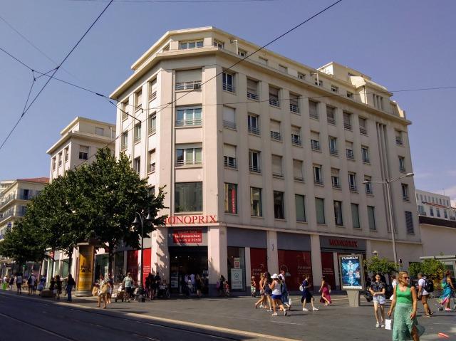 ジャンメドゥサン通りのモノプリ