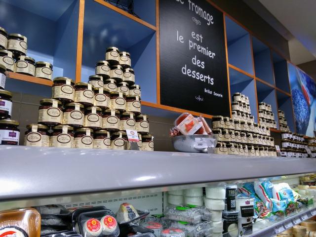 モノプリ店内のチーズ売り場