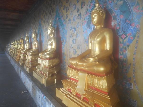 ワット・アルンの仏像