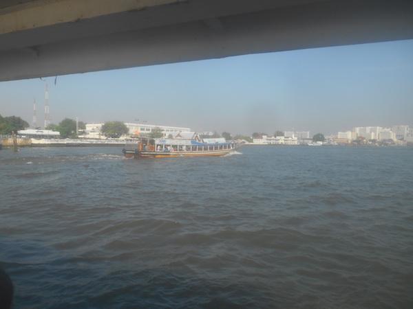 チャオプラヤ川の船