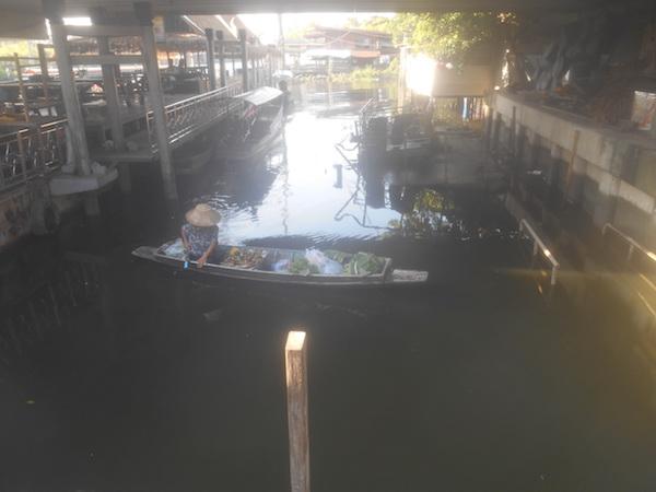 タリンチャン水上マーケットのボート