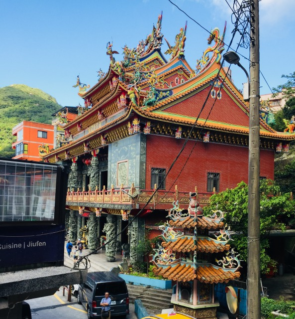 階段から見た昭霊廟 霞海城隍