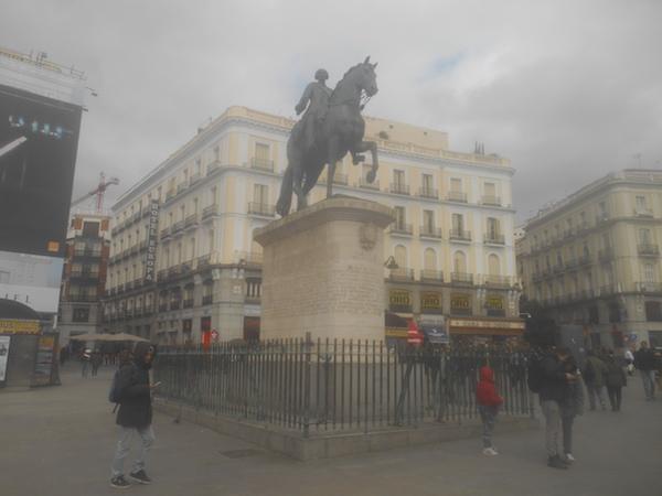 プエルタ・デル・ソルのカルロス3世の騎馬像