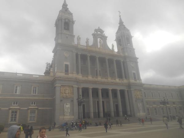 アルムデナ大聖堂の外観
