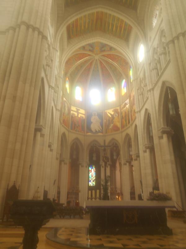 アルムデナ大聖堂の内部