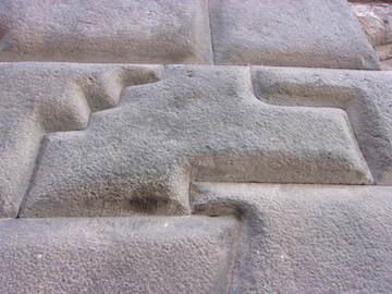 クスコの14角の石