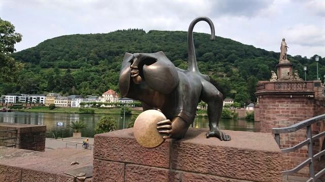 ハイデルベルク 橋の猿