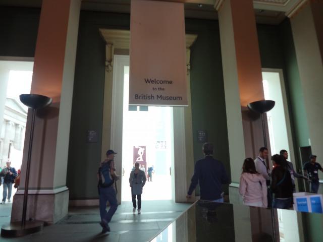 大英博物館のエントランス