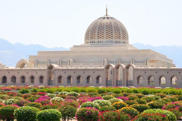 スルタン・カブース・グランド・モスクと前庭