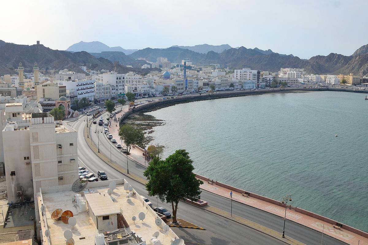 ムトラの街並みと海