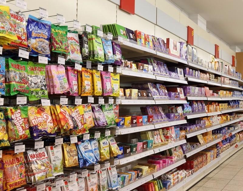 スーパーのお菓子コーナー