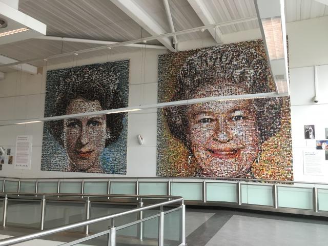 ガトウィック空港のエリザベス女王の絵