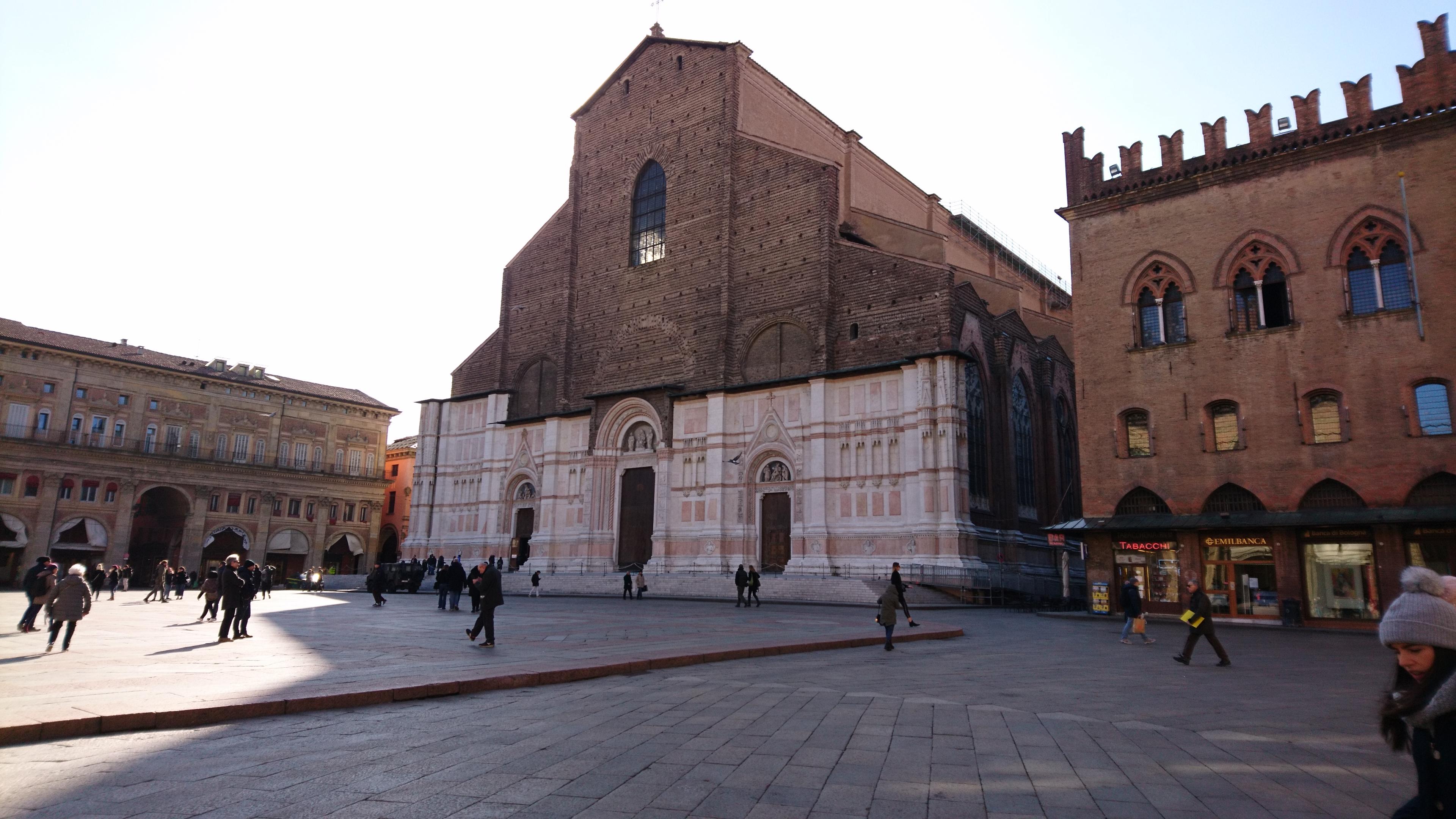 サン・ペトロニオ聖堂の外観