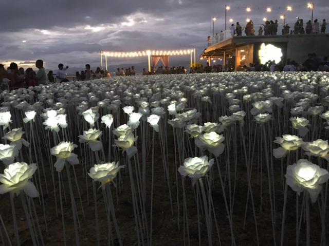 マクタン島の10,000 Roses Cafe & More