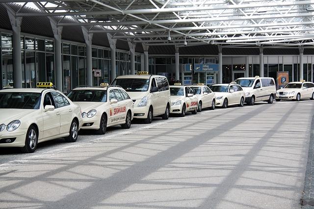 シャルル・ド・ゴール国際空港タクシー乗り場にて