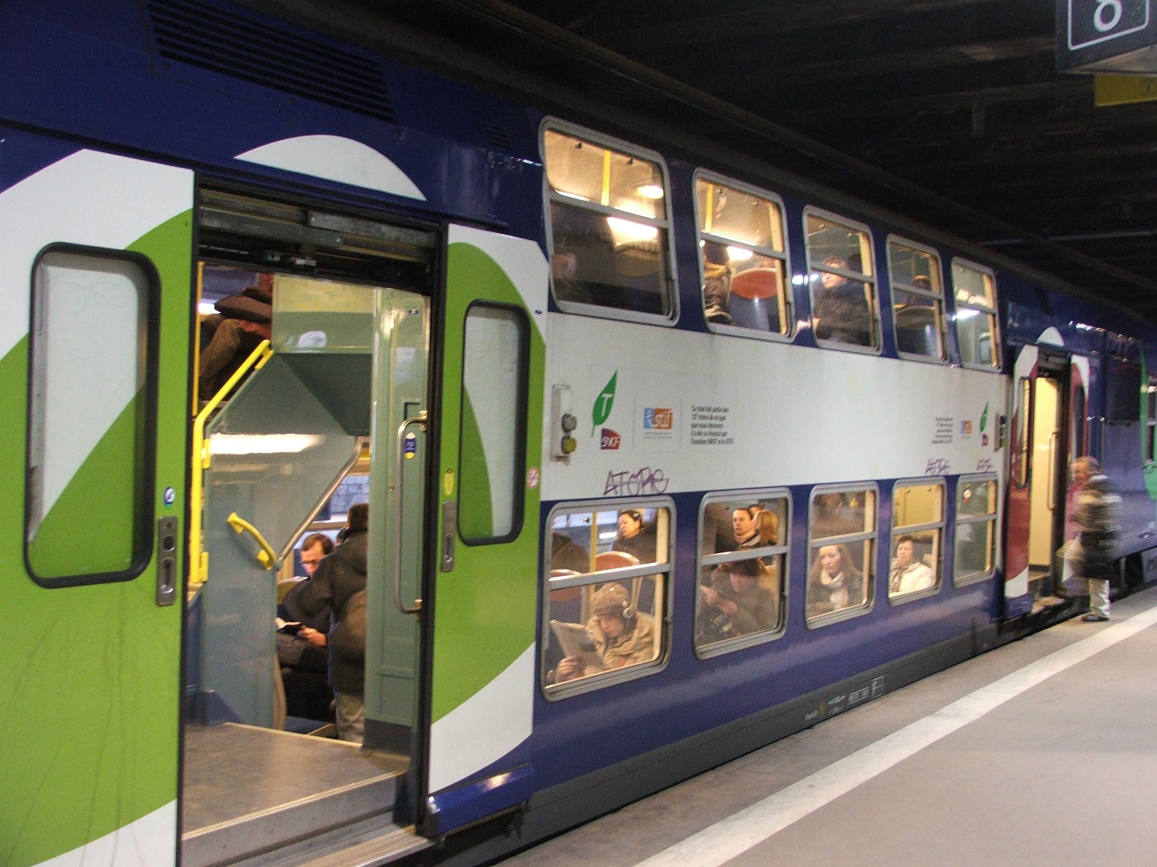 RER B線乗車口にて