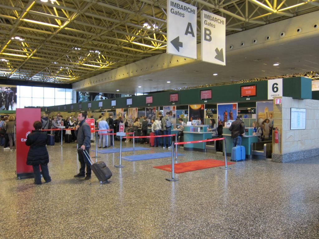 ミラノ・リナーテ空港のチェックインカウンター