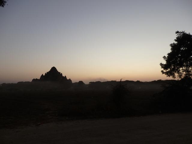 バガンの日没後