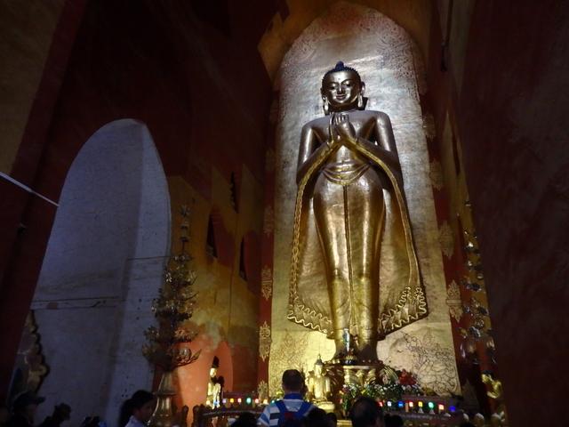 バガンのアーナンダー寺院