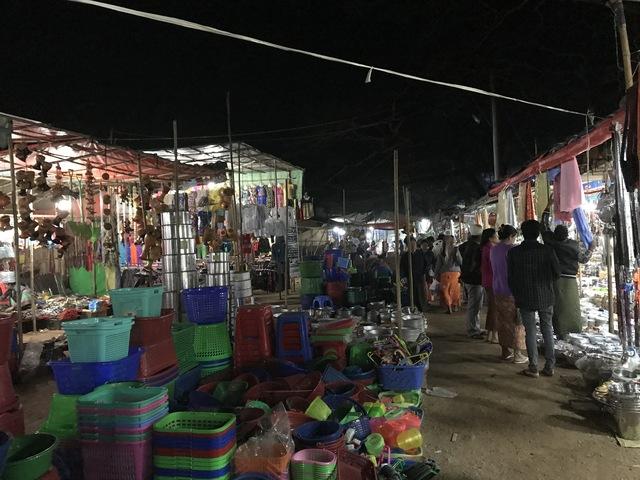 バガンアーナンダー寺院の祭り