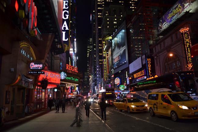 夜のマンハッタン市内にて
