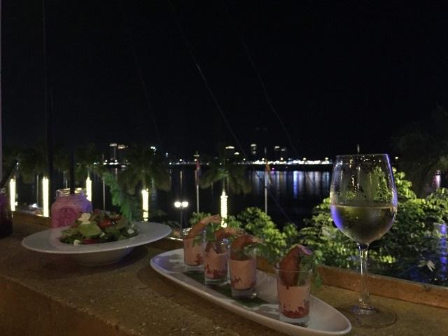 レストランから見るトンレサップ川