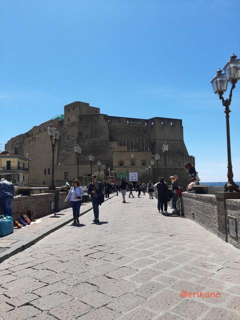 ナポリ 卵城