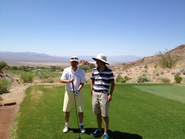 夏のゴルフはサングラス、短パン