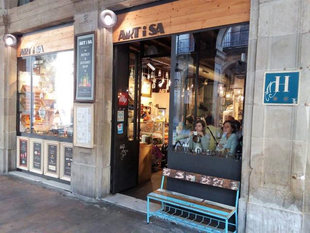 落ち着いた雰囲氣のカフェ